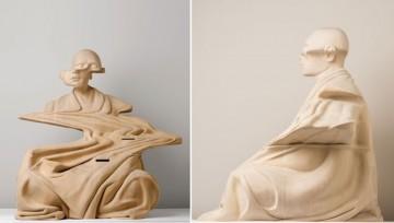 Rzeźba przedstawiająca medytującego mnicha.