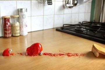 Niefortunne lądowanie pomidora.