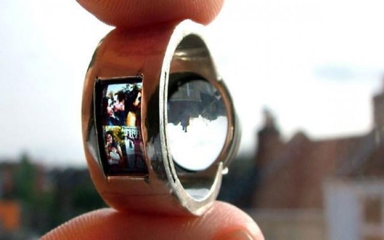 Projektor w pierścionku.