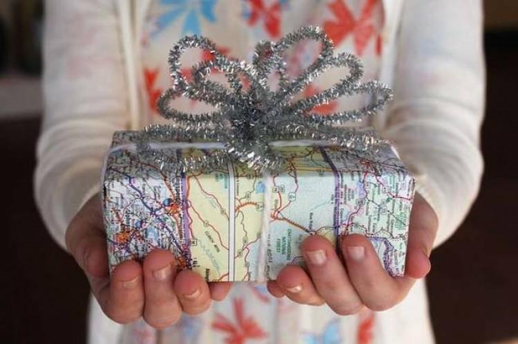 Papier z mapą dla miłośników podróży.