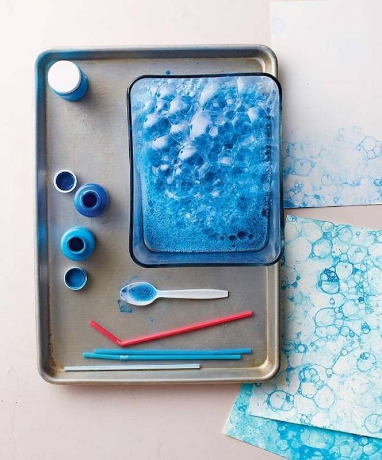 Użyj farby i mydła, aby stworzy jedyny w swoim rodzaju bakowy print.