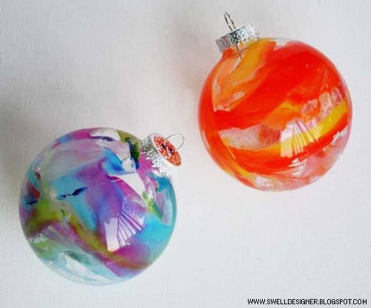 10.) Stopione kredki wewnątrz kuli tworzą przepiękne dekoracje.