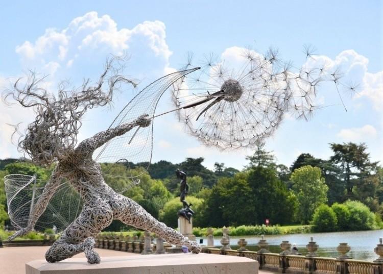Rzeźby wykonane z drutu.