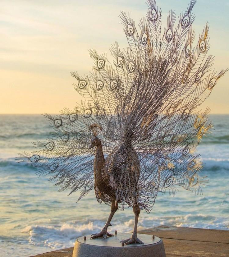 Rzeźby u morza.