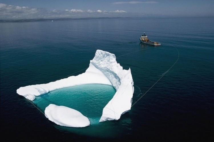 Holowanie góry lodowej